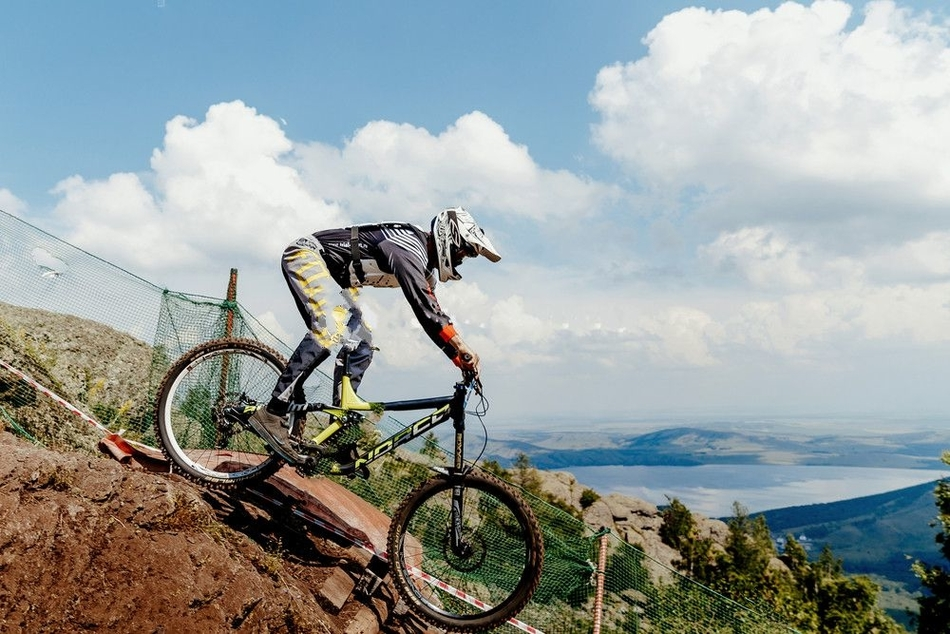 13 Tips To Improve Your Downhill Mountain Biking