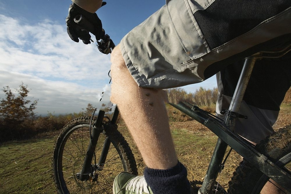 why do mountain bikers wear baggy shorts