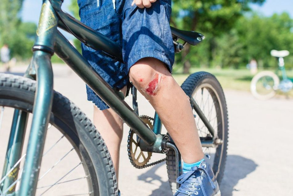 why do mountain bikers wear knee pads